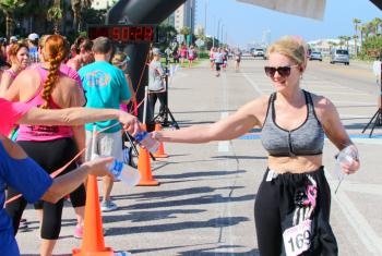 Runner participates in I Pink I Can Run event